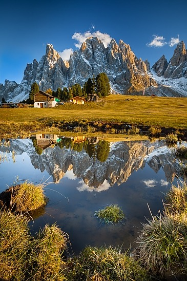 Fall Reflection, Geisler Alm, Südtirol, Dolomiten, Italien
