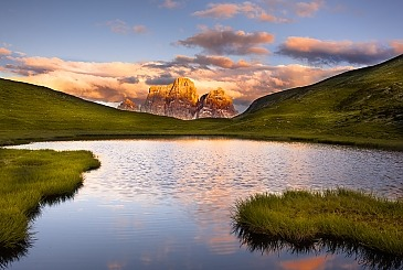 The roof is on fire, Lago delle Baste, Monte Pelmo, Dolomiten, Italien