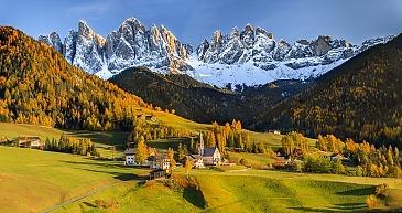 St. Magdalena mit Geislerspitzen, Villnöstal, Südtirol, Dolomiten, Italien